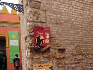 Cartel clavado en el Alcázar de Sevilla