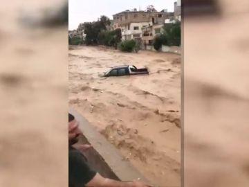 Cientos de evacuados por inundaciones en Jordania