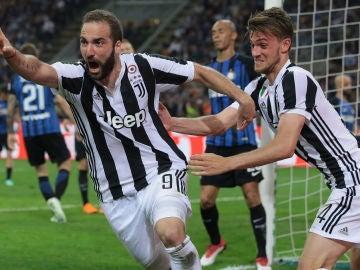 Higuaín celebra su gol decisivo con la Juventus