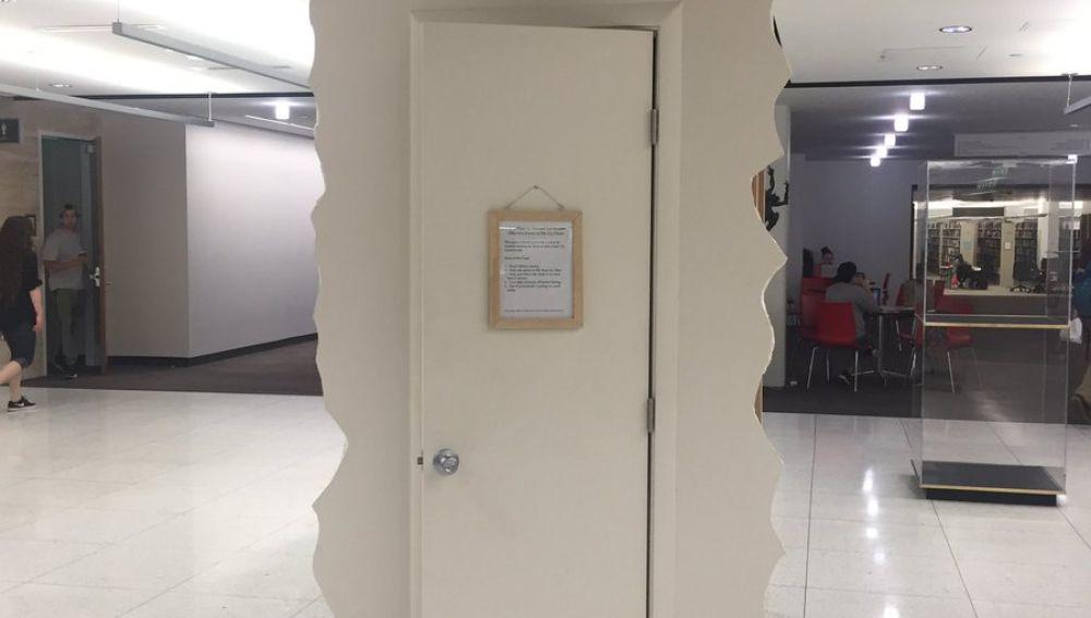 El armario de llorar instalado en la universidad