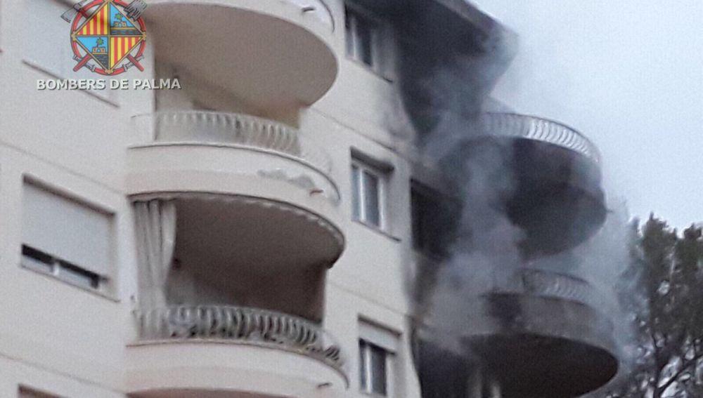 El edificio incendiado