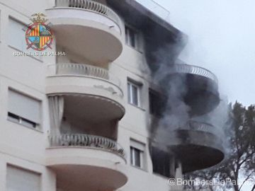 El edificio incendiado