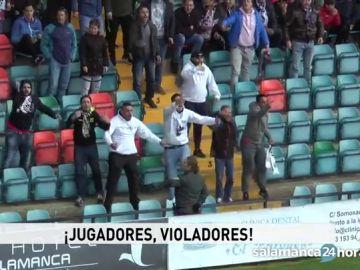 Aficionados insultan a los jugadores de la Arandina en el Helmántico