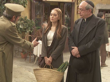 Julieta, cara a cara con el general Pérez de Ayala
