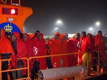 Rescatan una patera en aguas argelinas con 20 supervivientes y 11 cadáveres