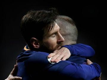 Lionel Messi, con Iniesta