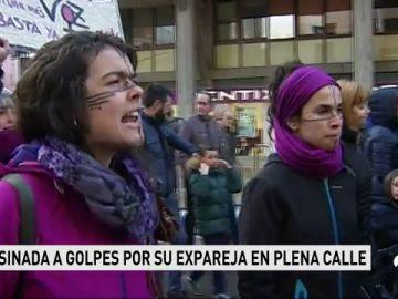Concentración de repulsa en Burgos por el asesinato de su mujer a manos de su expareja