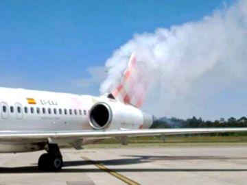 Una explosión en un avión poco antes del despegue obliga a evacuar a los pasajeros en el aeropuerto de Asturias
