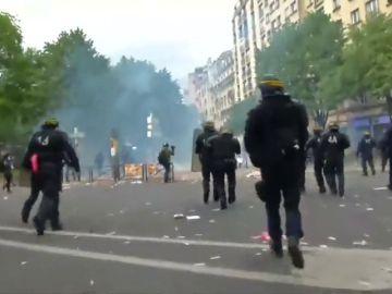 Más de un centenar de personas detenidas en los disturbios del 1 de mayo en París