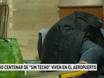 """Medio centenar de """"sintechos"""" viven en el aeropuerto"""