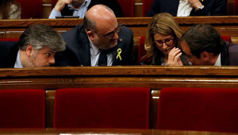 Los diputados de JxCat, Albert Batet (i), Eduard Pujol (2i), Elsa Artadi (2d) y Josep Rull (d)