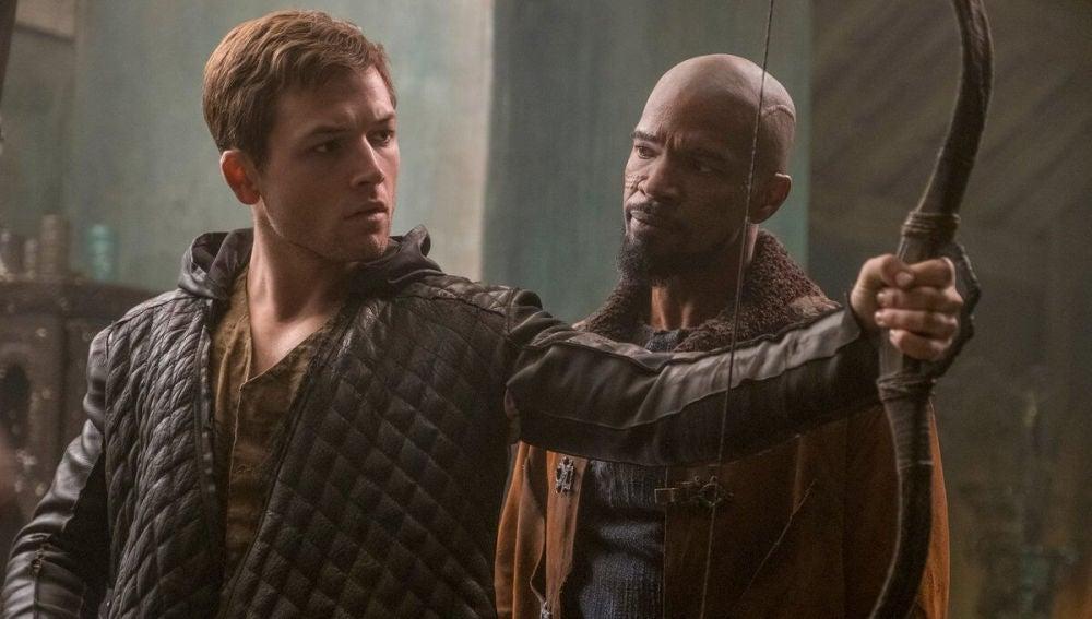 Taron Egerton y Jamie Foxx en 'Robin Hood'