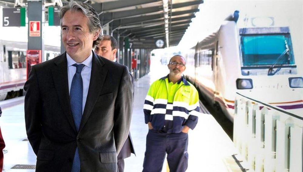 El ministro de Fomento durante la inauguración de la nueva estación de trenes de Huelva