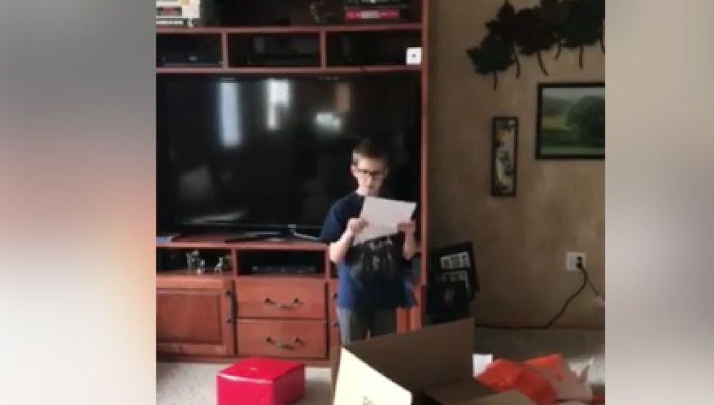 Ronin leyendo la carta de su padre