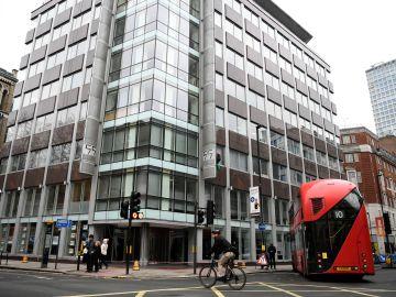 Fotografía de archivo fechada  que muestra la sede principal de la consultora británica Cambridge Analytica