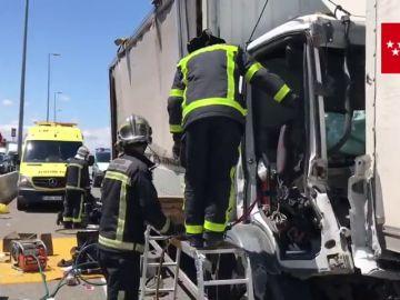 Choque entre cuatro camiones en Alcalá de Henares