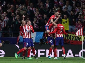 Los jugadores del Atlético de Madrid celebran el gol de Costa contra el Arsenal