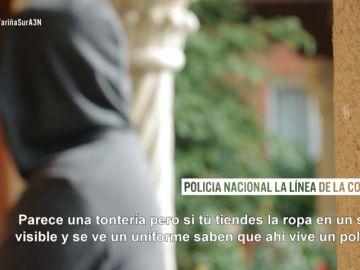 Un policía nacional en La Línea