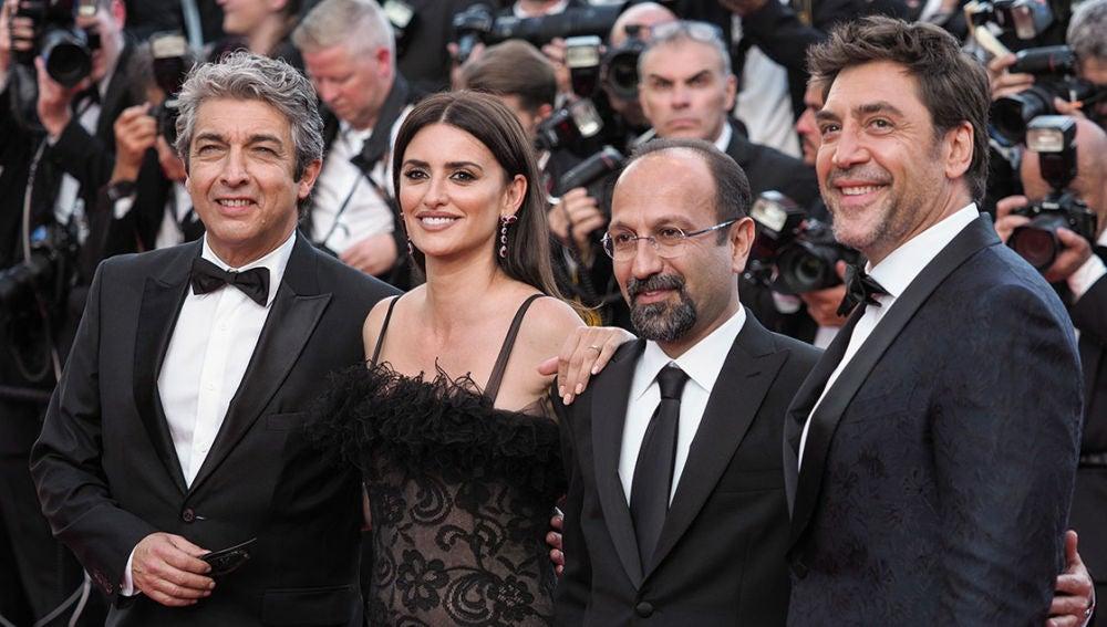 Ricardo Darín, Penélope Cruz, Asghar Farhadi y Javier Bardem en Cannes