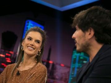 Alessandra Ambrosio y Andrés Velencoso en 'El Hormiguero 3.0'