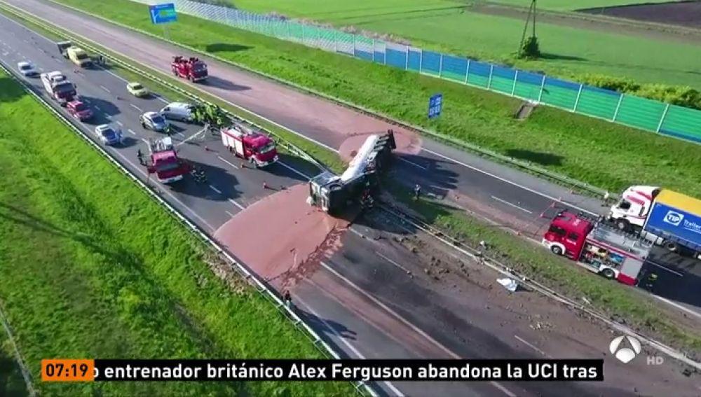 ANTENA 3 TV | Un camión cargado con miles de litros de chocolate ...