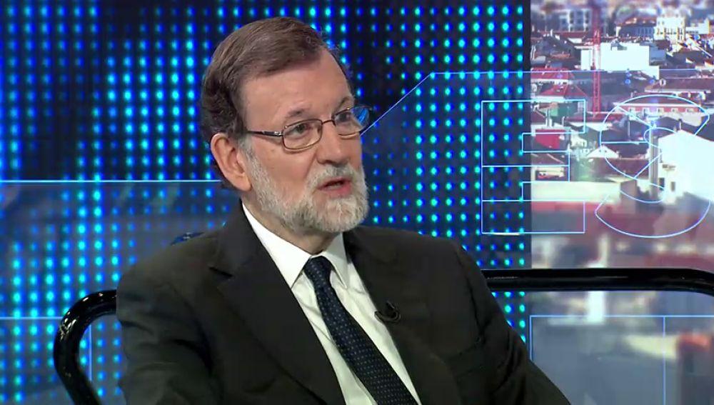 """Rajoy ve """"muy machista"""" la polémica generada por la foto de Sáenz Santamaría y Cospedal"""