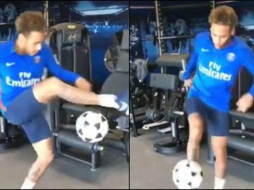 Neymar hace malabares con el balón