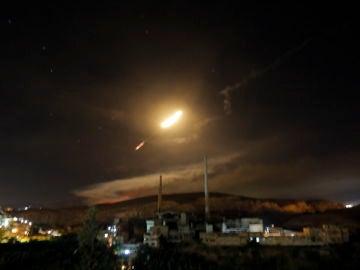 Vista de misiles de defensa aérea sirios
