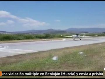 Una avioneta realiza un aterrizaje de emergencia en el aeródromo de Vélez-Málaga
