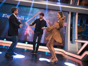 Alessandra Ambrosio y Pablo Motos contagian su ritmo a Andrés Velencoso