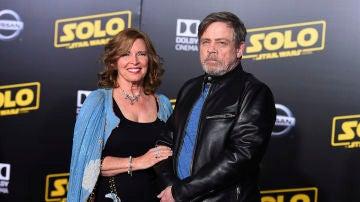 Mark Hamill junto a su mujer en la premiere de 'Han Solo: Una historia de Star Wars'