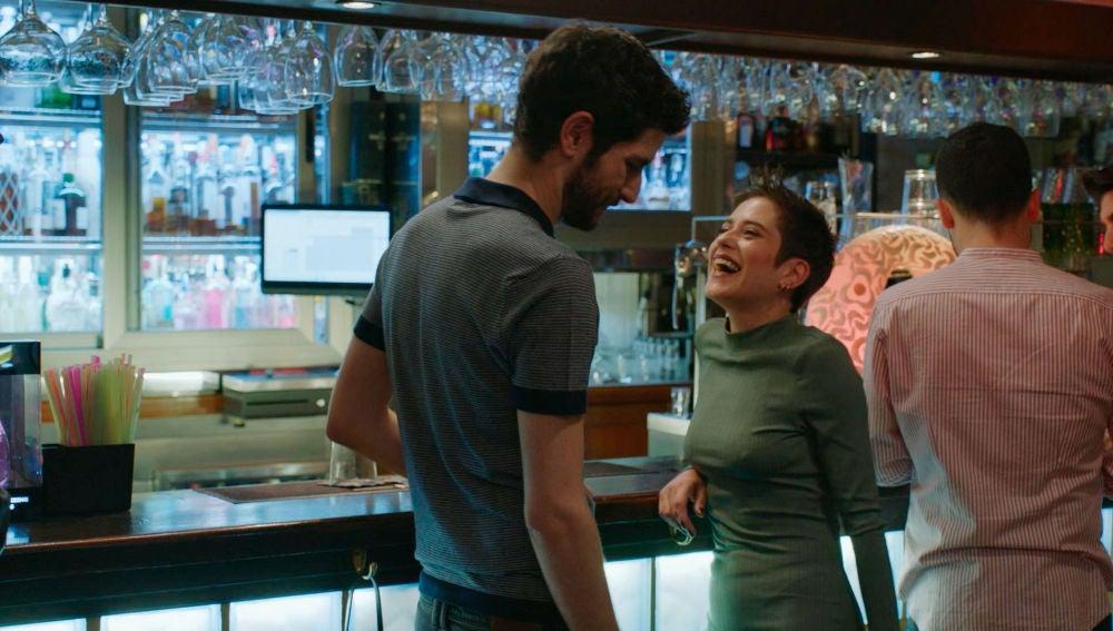 Carmen, despechada por la relación de Iñaki y Gotzone, sale a ligar