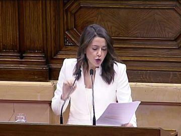 Arrimadas lee a Torra la lista de tuits contra España
