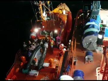 Rescatadas 68 personas de un catamarán turístico accidentado en aguas de Palma
