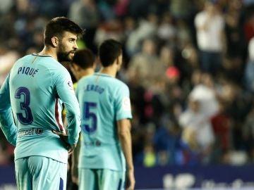 Los jugadores del Barcelona, serios tras la derrota