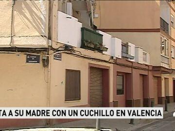 Un joven mata a cuchilladas a su madre y hiere de gravedad a su padrastro mientras dormían en Valencia