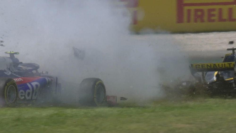 El accidente provocado por Grosjean en la curva 3 del GP de España