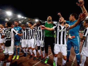 Los jugadores de la Juventus celebran la Liga