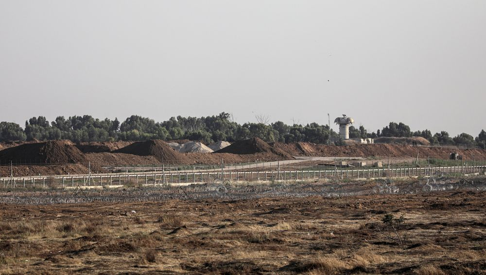 Vista de una cerca de alambre de púas, durante una protesta cerca de la frontera entre Israel y la Franja de Gaza