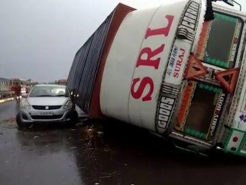 Al menos 42 muertos en nuevas tormentas que azotan el norte de la India