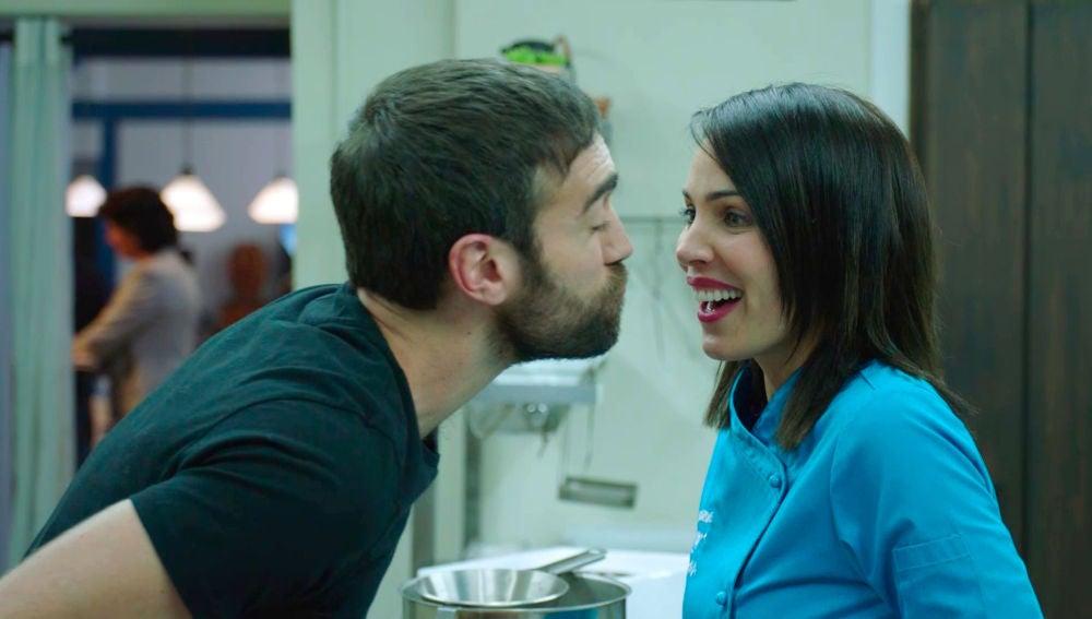Gotzone e Iñaki, aprovechan cada rincón para besarse