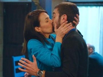 Gotzone se come a besos a Iñaki para confirmar públicamente su relación
