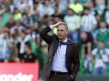 Joaquín Caparrós, durante el derbi ante el Betis