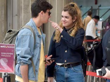 Amaia y Alfred en el aeropuerto tras Eurovisión