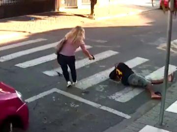 Dispara a su atacante y le mata a las puertas de un colegio