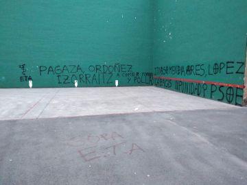 Aparecen en Hernani pintadas amenazantes contra víctimas y dirigentes del PSE