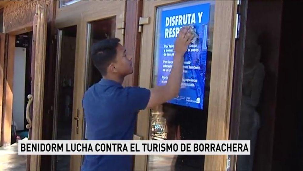 Benidorm inicia una campaña en la zona turística para atajar el turismo de borrachera