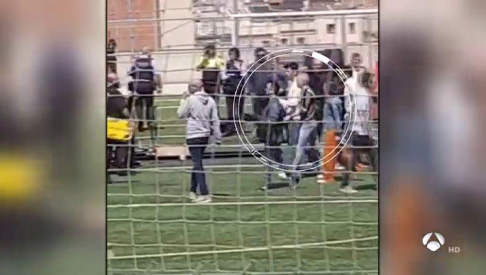 """El mensaje de Iniesta a los heridos al derrumbarse una grada: """"Espero que se recuperen lo antes posible"""""""