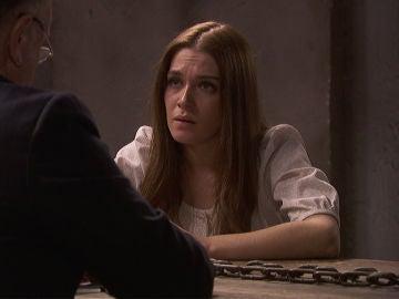 Julieta reconoce ante su abogado que mató a su padre