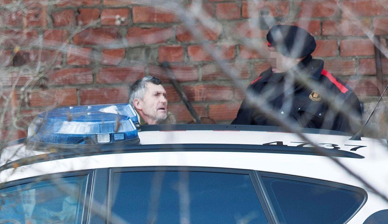 El presunto autor del doble homicidio de Susqueda, Jordi M., acompañado de los mosos d'esquadra.